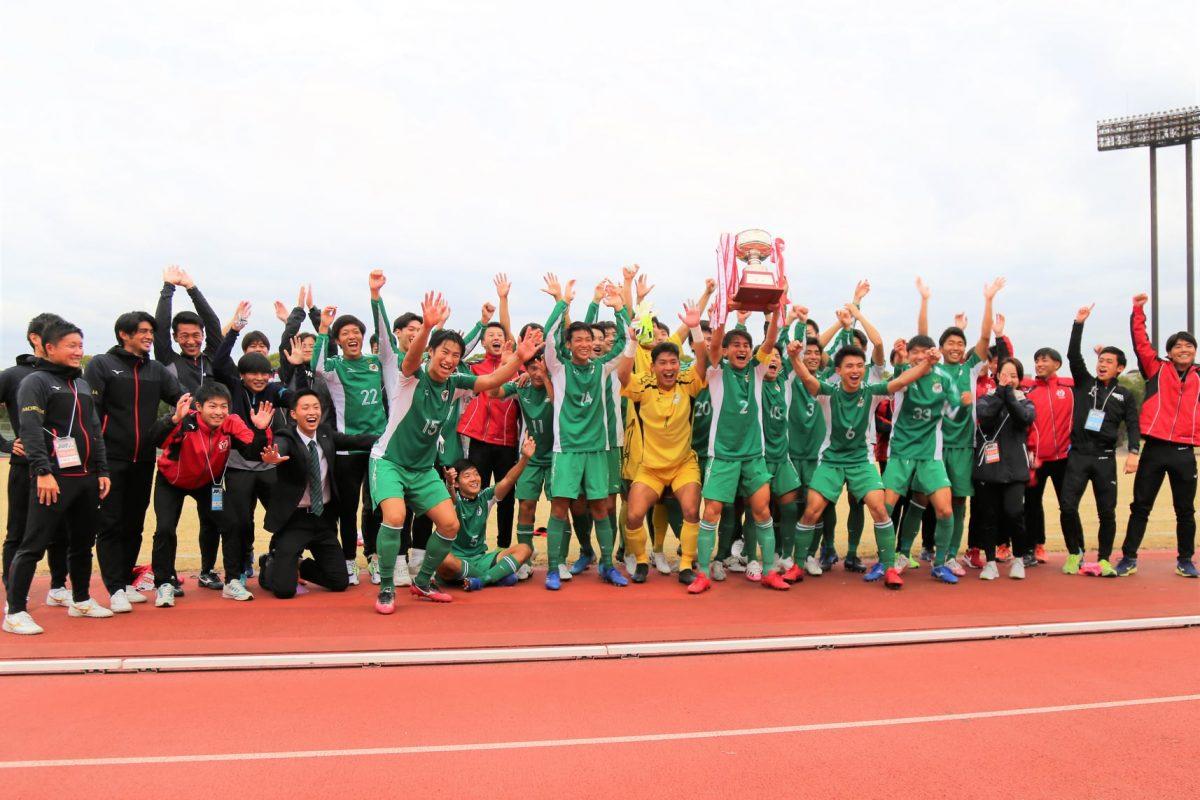 昨シーズン優勝の大阪体育大学。