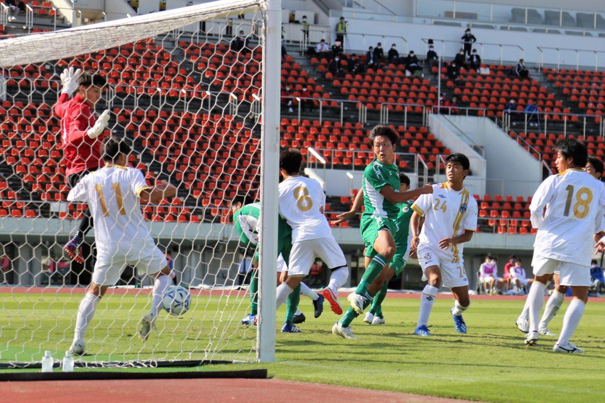 大阪体育大学が無敗で首位。関西学生サッカーリーグ後期第6節。